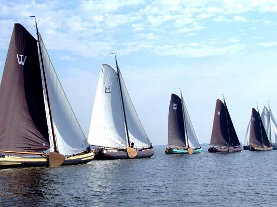 Friesland-skûtsjesilen-Tjeukemeer.