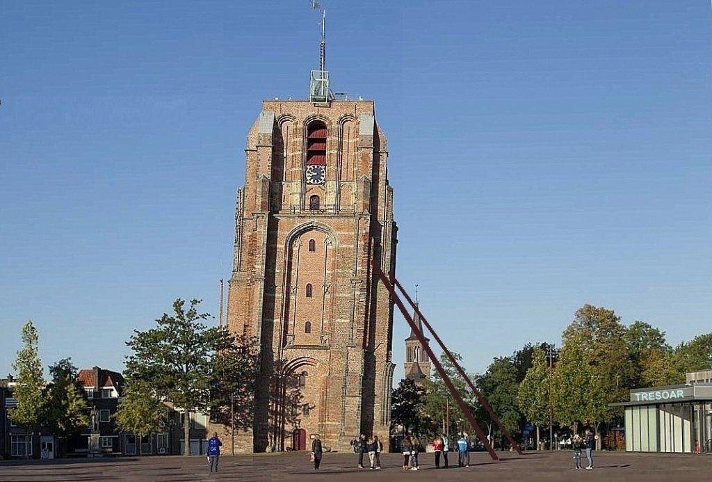 De OLDEHOVE in Leeuwarden dreigt om te vallen.